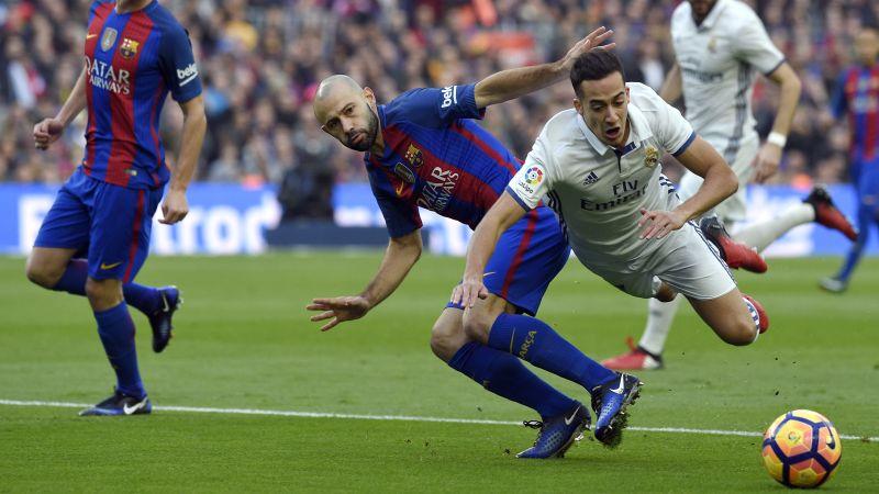 Esta fue la jugada más polémica. Todo Real Madrid reclamó una falta contra Lucas Vázquez.