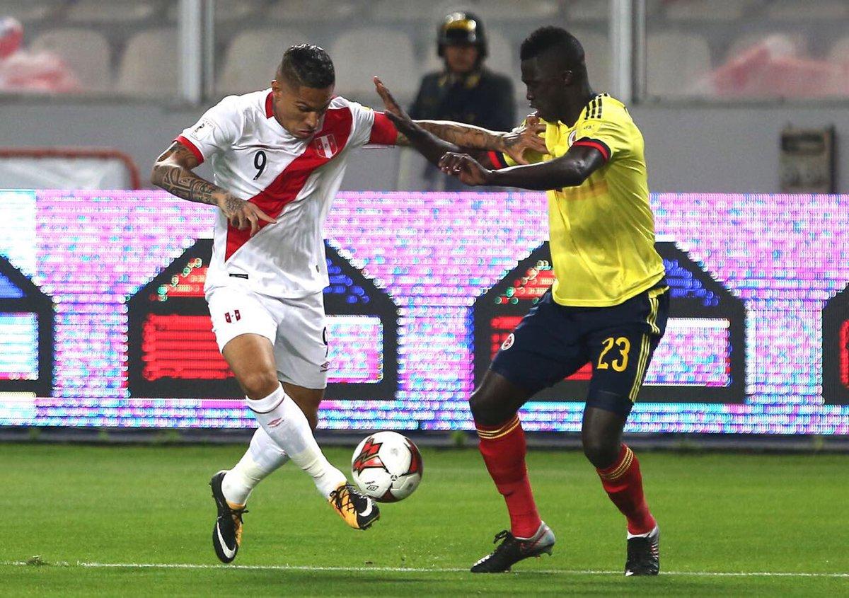 Pase a profundidad para Paolo Guerrero... Estuvo cerca el primero de Perú.